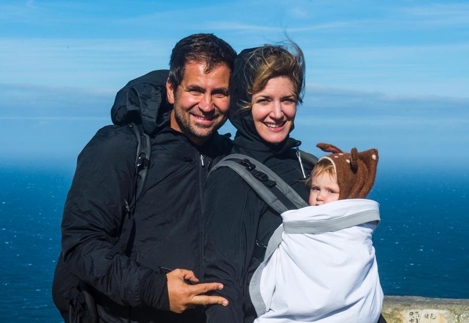 diese-familie-ist-in-der-ganzen-welt-zu-hause-reisefotograf-michael-runkel-seine-frau-sam-und-das-baby-sia-am-kap-der-guten-hoffnung-